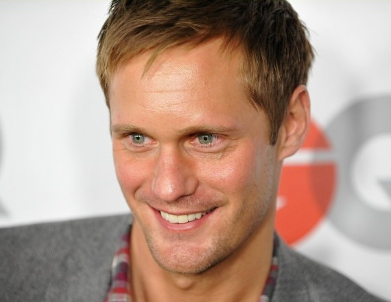 """Swedish actor Alexander Skarsgard arrives for the 2009 """"Men Of The Year"""" party at Chateau Marmont in Los Angeles, California on November 18, 2009.   AFP PHOTO / Robyn Beck (Photo credit should read ROBYN BECK/AFP/Getty Images)"""