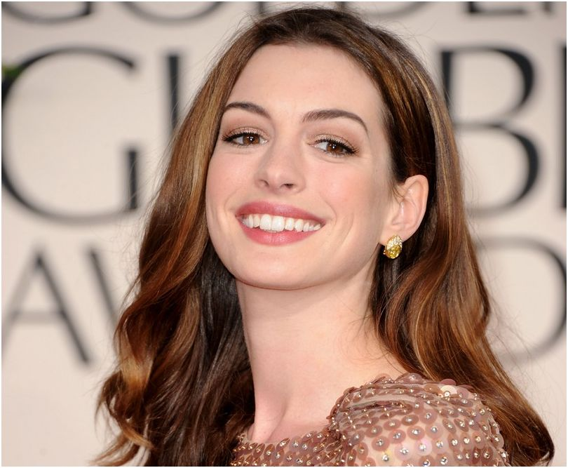Anne Hathaway-2012_02
