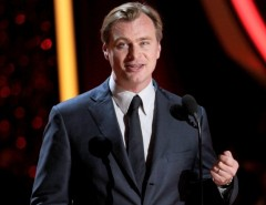 Christopher Nolan negocia dirigir roteiro do irmão