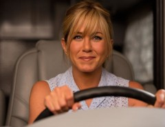 Jen Aniston de stripper em We're The Millers. Assista!