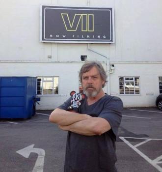 Mark Hammil (sim, é ele!) e o interior da Millenium Falcon em fotos de Star Wars: Episode VII