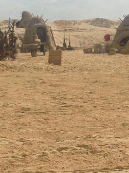 Cenário de Tatooine aparece em foto de estúdio