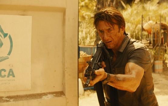 Sean Penn e Javier Bardem em novo trailer de O Franco-Atirador