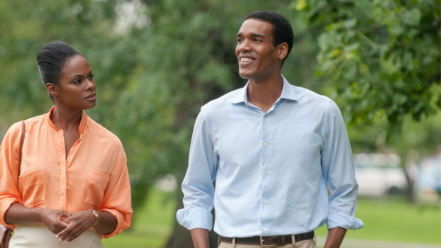 Parker Sawyers e Tika Sumpter como Barack & Michelle Obama em 'Southside With You'