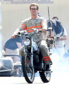 Olha o Chris Hemsworth em Caça Fantasmas!