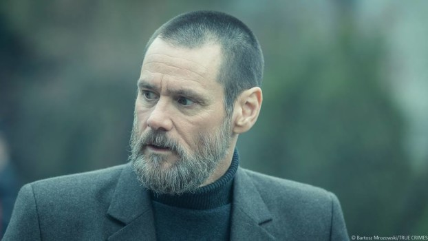Jim Carrey surge barbudo e bem diferente em fotos de True Crimes