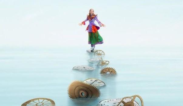 Veja os cartazes individuais de Alice Através do Espelho