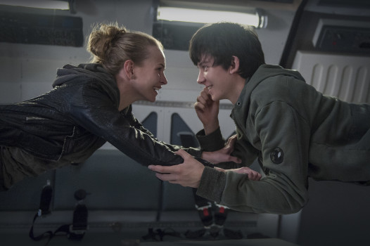 Assista ao trailer de The Space Between Us, ficção científica com Asa Butterfield