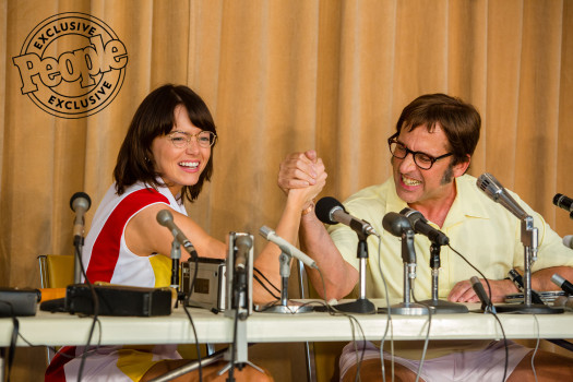 Emma Stone e Steve Carell aparecem em imagens de Battle of the Sexes