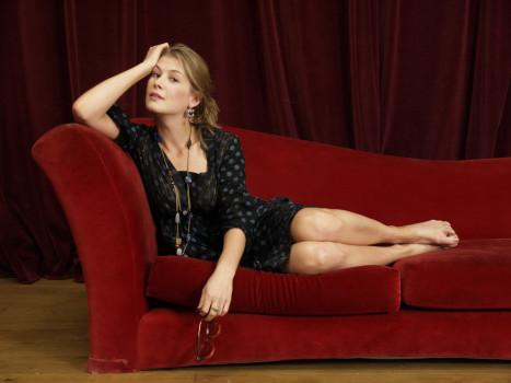 Rosamund Pike: de mulher-esposa para mulher protagonista
